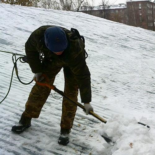 Уборка снега с крыш что это